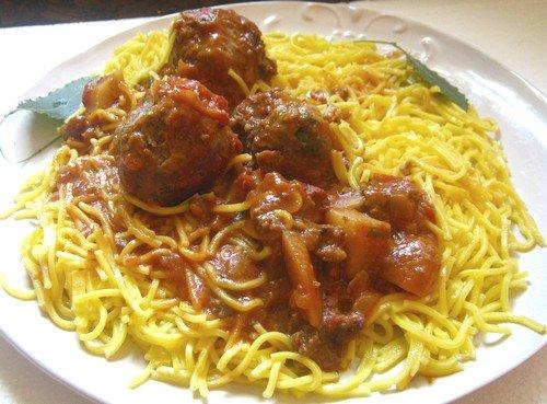 plato de spaghetti salsa