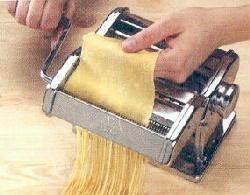 Foto de una máquina familiar de hacer pasta
