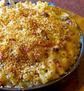 plato de macarrones queso rallado