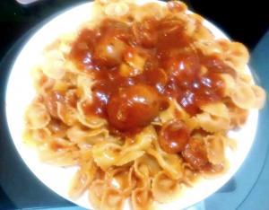 plato moñitos con salsa