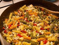 Tirabuzones o torcetti con salsa de mejillones light o bajo contenido graso