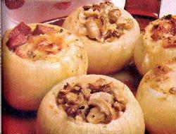 Cebollas rellenas con sobrante de pasta