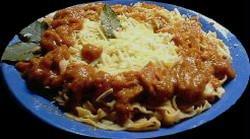 Salsa de tomates con filetes de pescado