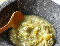Salsa cremosa de zucchini, jamón y hierbas