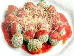 Malfatti de espinaca y ricotta con salsa de tomate