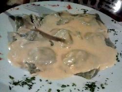 Ravioles caseros rellenos de queso roquefort