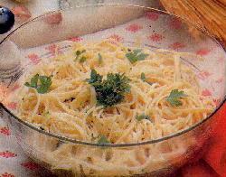 Ensalada de spaghetti, mortadela y mucho verde