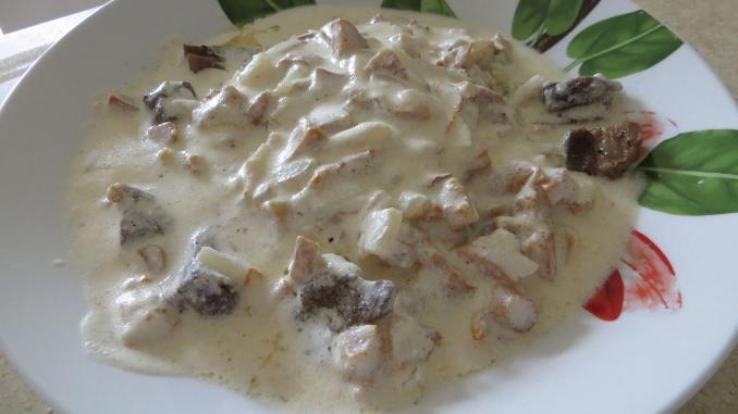 plato salsa champiñones