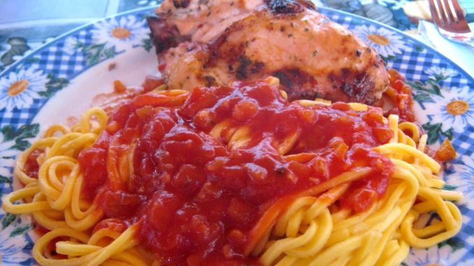plato con spaghetti