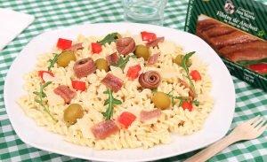 Ensalada de pasta con anchoas