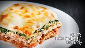 Lasagña de ricotta, salsa boloñesa y verdura