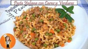 Pasta italiana con carne y verduras